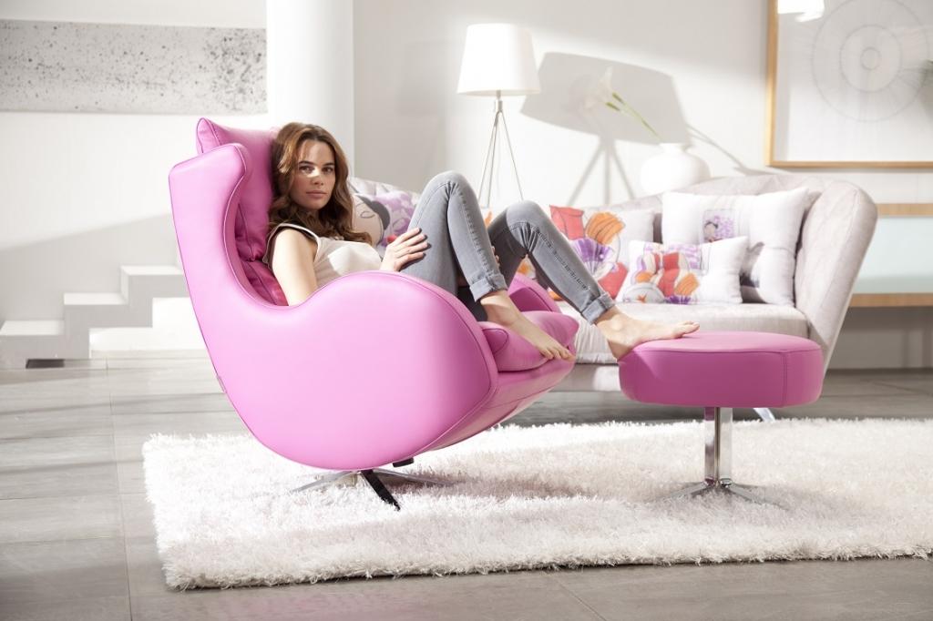 fauteuil relax Lenny FAMA  cuir rose et pouf