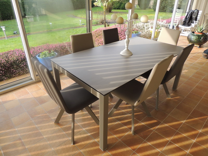 Tables c ramiques extensibles exodia home design rennes for Table pour veranda