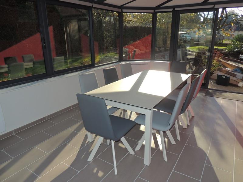 V randa exodia home design rennes 35 for Table pour veranda