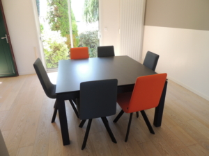 table carree extensible ceramique chaises oranges exodia