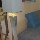 lampadaire haut design gris